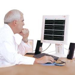 CENTRALE DI MONITORAGGIO PAZIENTE FINO A 31 MONITOR (monitor per pc+ HUB + set base cavi)